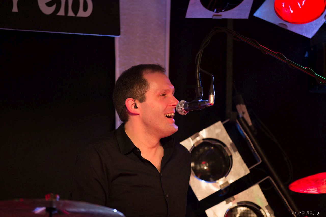 Drummer in einer Hochzeitsband